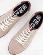 Tommy Hilfiger iconic lace up trainers in beige-Neutral